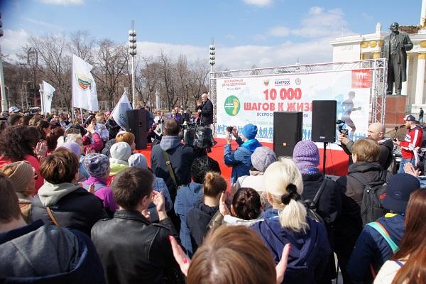Россияне прошли 10 тысяч шагов с Лео Бокерия