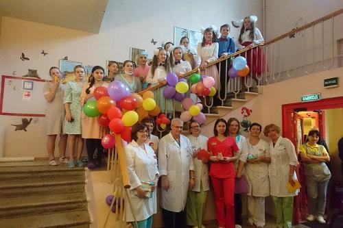 Театр поздравил детей ГКБ № 13 в Москве